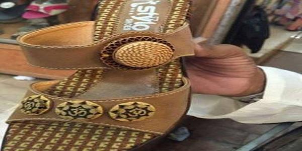 'ওম' চিহ্নিত জুতা বিক্রি: বিক্রেতা গ্রেফতার