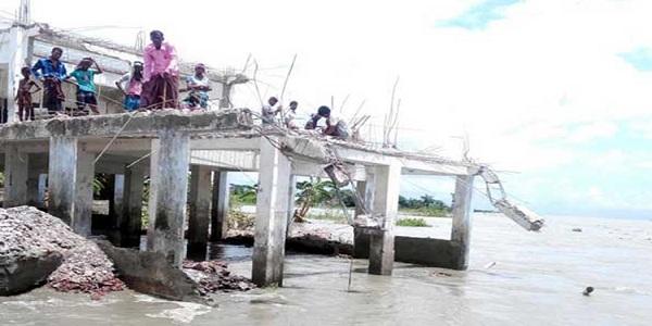 চাঁদপুর ৩শ বসতবাড়ি নদীগর্ভে বিলীন