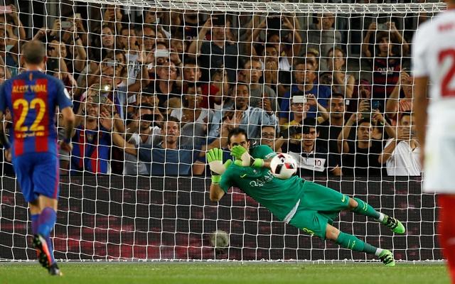 4-Barcelona's-Claudio-Bravo