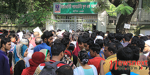 2-crowd-in-dhaka-university-laboretory-school-admission-exam-by-rkjan