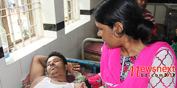 tampaco-employe-jibon-with-his-wife-at-tongi-medical-by-rkjan
