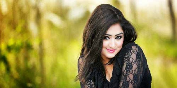bangladeshi-film-actress-resi