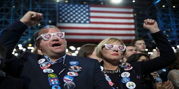 jim-livesey-and-jill-huennekens-of-milwaukee-cheer-at-democratic-us-presidential-nominee-hillary-c