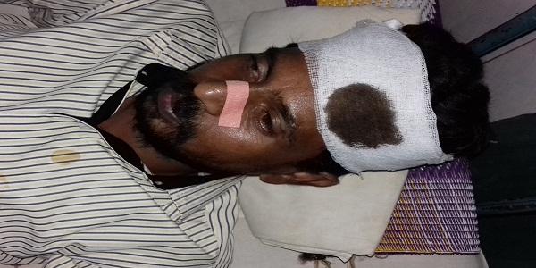 উল্লাপাড়ায় সন্ত্রাসী হামলায় যুবক আহত