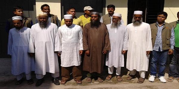বরিশালে দাখিল পরীক্ষার উত্তরপত্রসহ ৭ শিক্ষক আটক