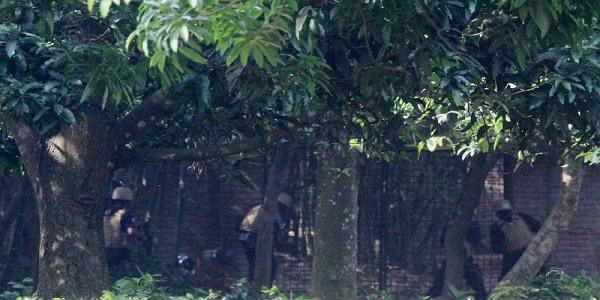 'অপারেশন ঈগল হান্ট', মুহুর্মুহু গুলির শব্দ