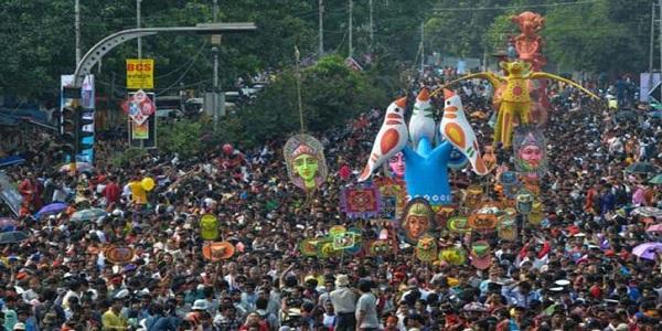 'আনন্দলোকে মঙ্গলালোকে বিরাজ সত্যসুন্দর'