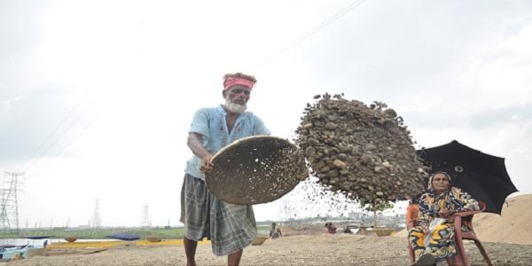 'শ্রমিক-মালিক গড়ব দেশ, এগিয়ে যাবে বাংলাদেশ'