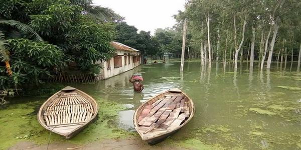 সিরাজগঞ্জে যমুনার পানি কমলেও দুর্ভোগ কমেনি