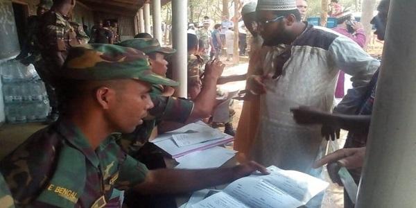 রোহিঙ্গাদের ত্রাণ ও পুনর্বাসনে শৃঙ্খলা আনার চেষ্টায় সেনাবাহিনী