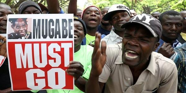 মুগাবের অভিশংসন প্রক্রিয়া শুরু
