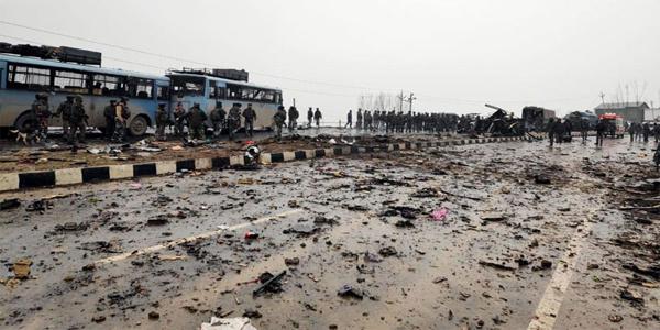 কাশ্মীরে সিআরপিএফের সামরিক বহরে হামলায় নিহত ৪০ ভারতীয় সেনা