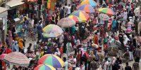 করোনার ঝুঁকিকে বৃদ্ধাঙ্গুলি দেখিয়ে ঈদ শপিংয়ে ছুটছেন রাজধানীবাসী