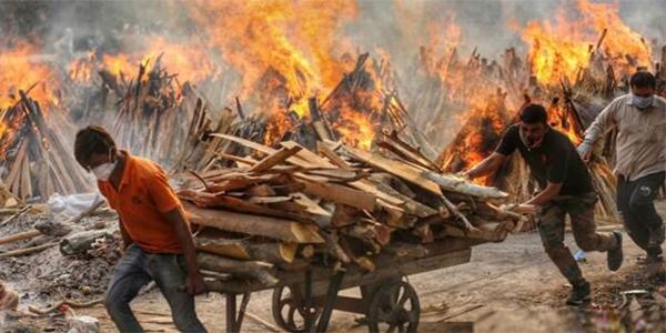করোনায় বিপর্যস্ত ভারতে শনিবারও ৪ হাজারের বেশি মৃত্যু