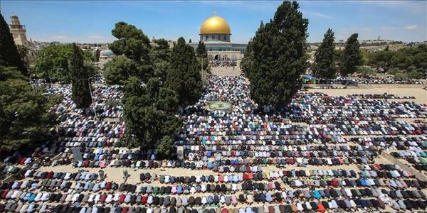 হুমকি উপেক্ষা করে আল-আকসায় ঈদের নামাজে মুসল্লিদের ঢল